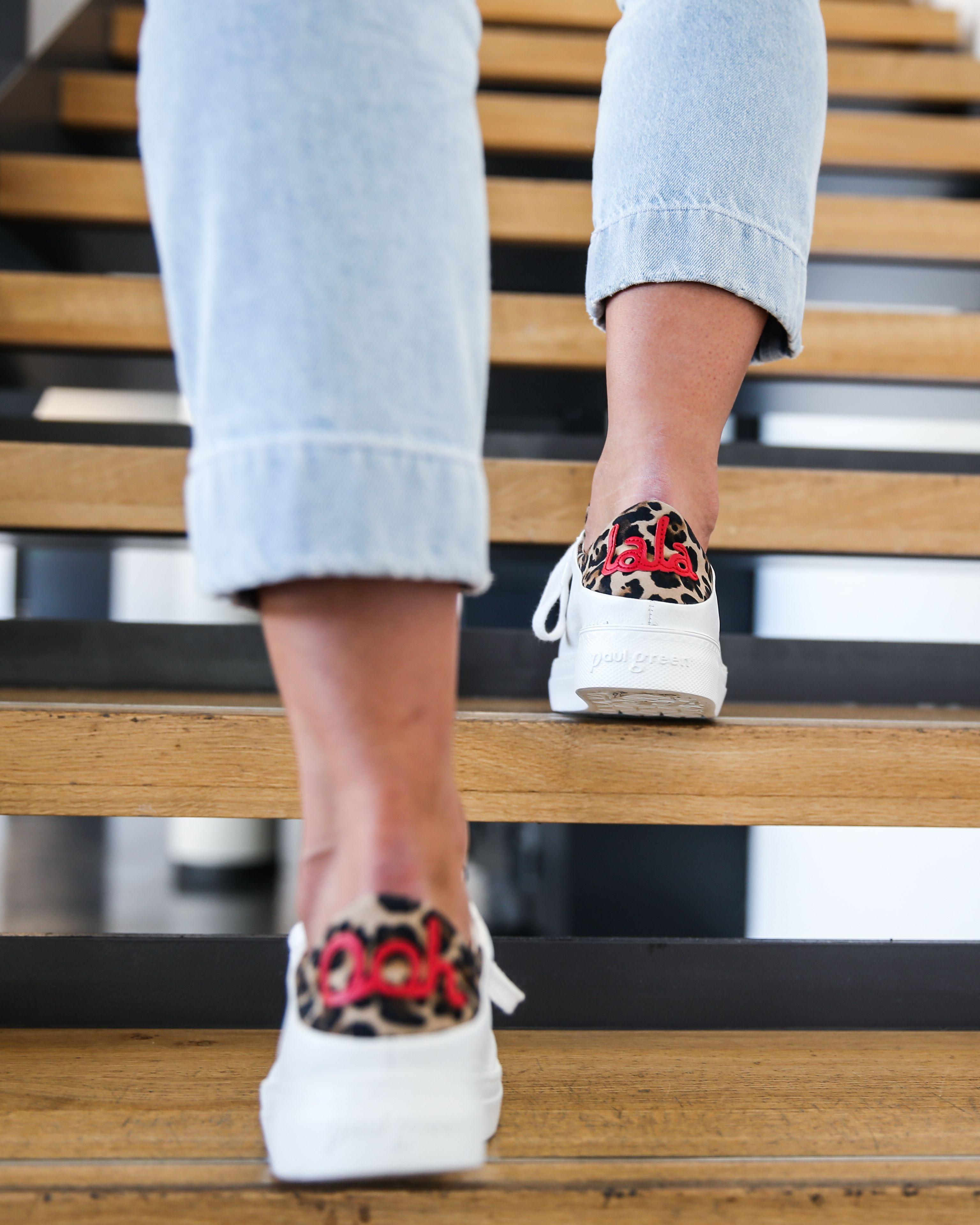 Paul Green Leder Sneaker in weiß mit Leodetail und roter