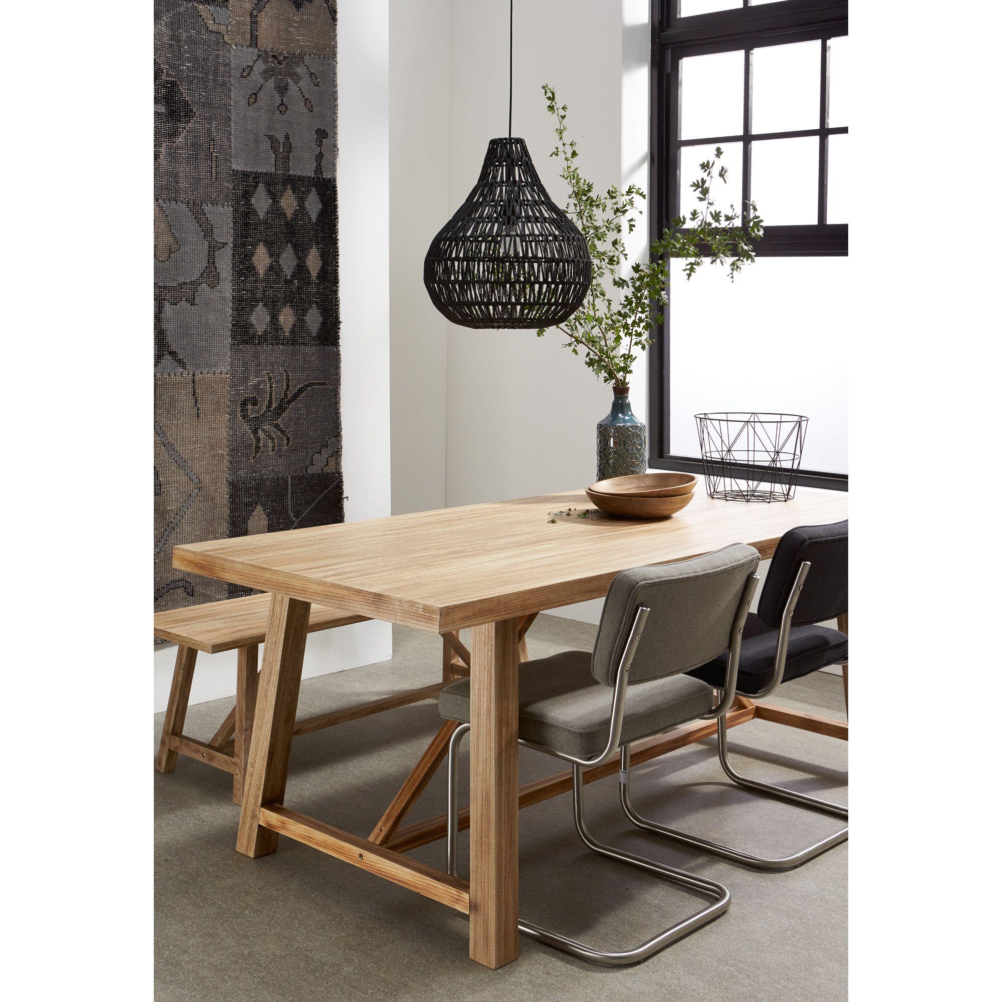 Een vloerkleed aan de muur zorgt er voor dat je eetkamer gelijk een stuk warmer oogt kwantum - Een eetkamer voorzien ...
