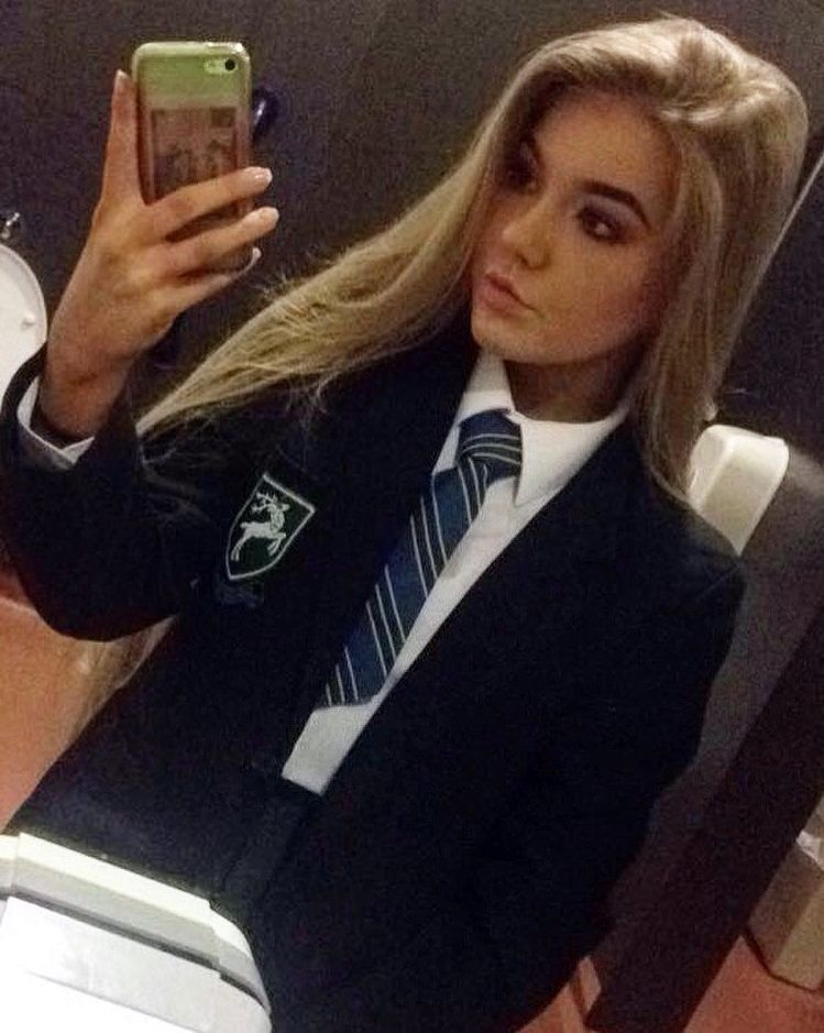 f1832e6280 Leticia escola ✋♥ Preppy School Girl, School Girl Outfit, School Uniform  Girls,