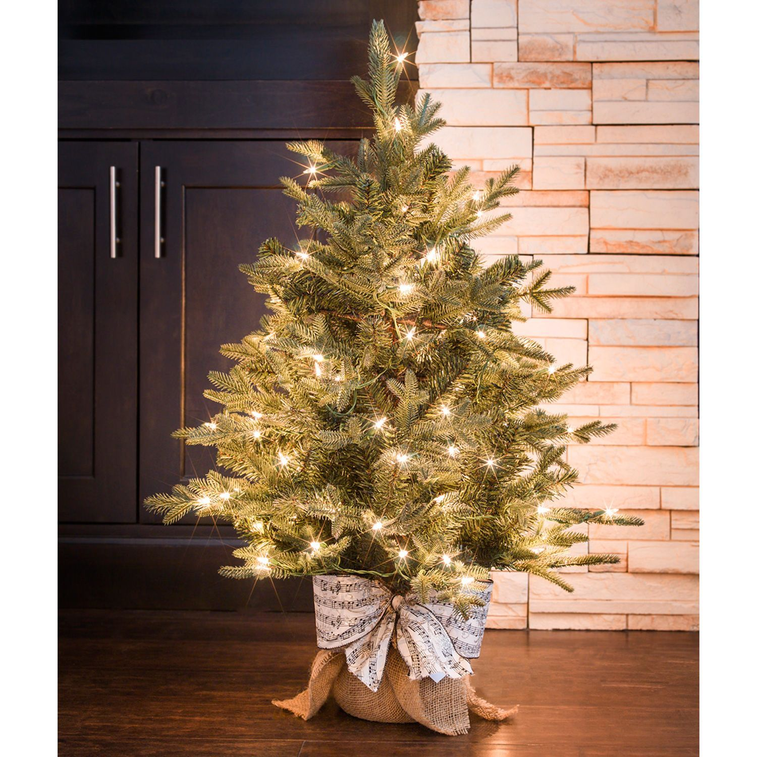 Sams Christmas Trees: Holiday Classic Evergreen Tree, Winter Lux (3')
