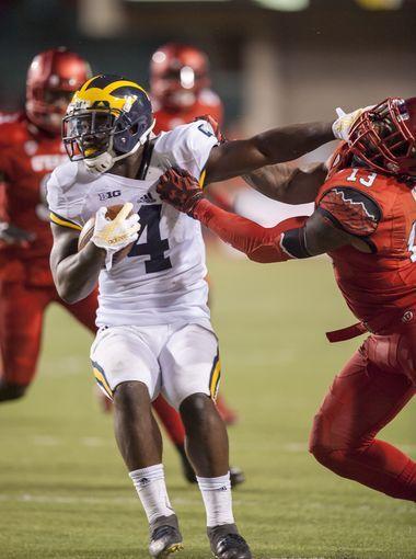 Michigan running back De'Veon Smith runs the ball in