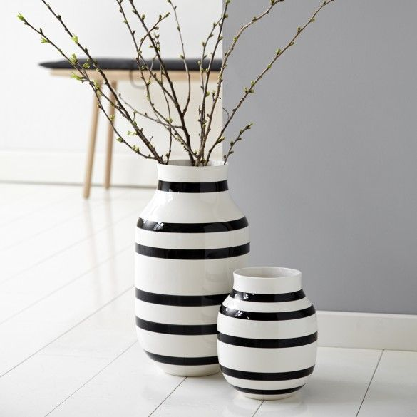 Use The Black Striped Vase To Decorate The Floor In Your Living Room