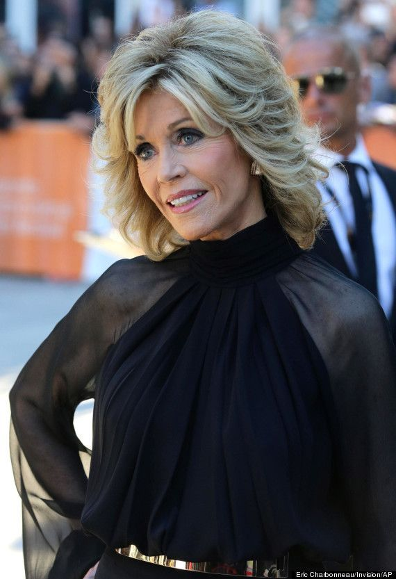 Jane Fonda Hair Styles Over The Years Jane Fonda Tiff 2014 Actress Looks Half Her Age In Classy Pantsuit Looking For Ha Coole Frisuren Frisuren Jane Fonda