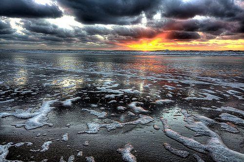 """L'effetto serra, miliardi di anni fa  Appena dopo la formazione della Terra, il Sole era molto meno luminoso rispetto a oggi. Eppure sul nostro pianeta c'era acqua allo stato liquido. Un paradosso dovuto a un """"effetto serra"""" primordiale  Leggi l'articolo su Galileo (http://www.galileonet.it/articles/50eadc25a5717a0cbb00007a)  Credits immagine: lrargerich / Flickr (http://www.flickr.com/photos/lrargerich/)"""