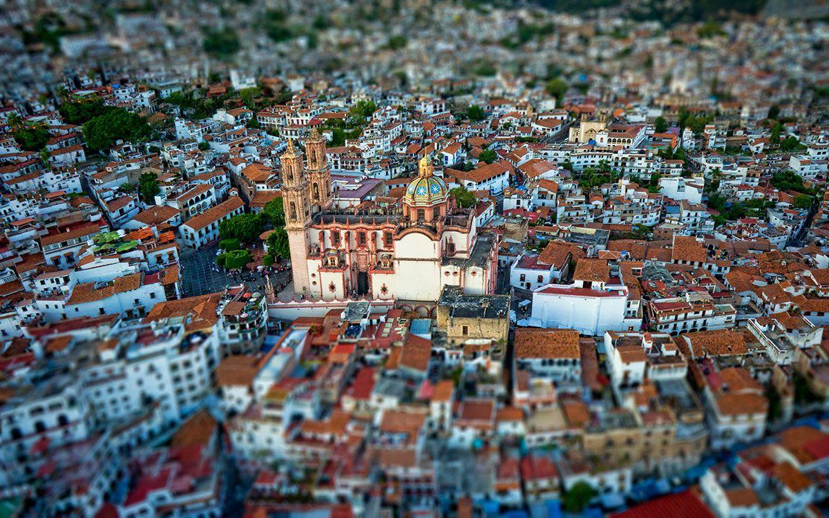 Tilt Shift Aerial photograph of Taxco, Mexico by Deniz Hotamisligil | denizhotamisligil.com - hexiview.com
