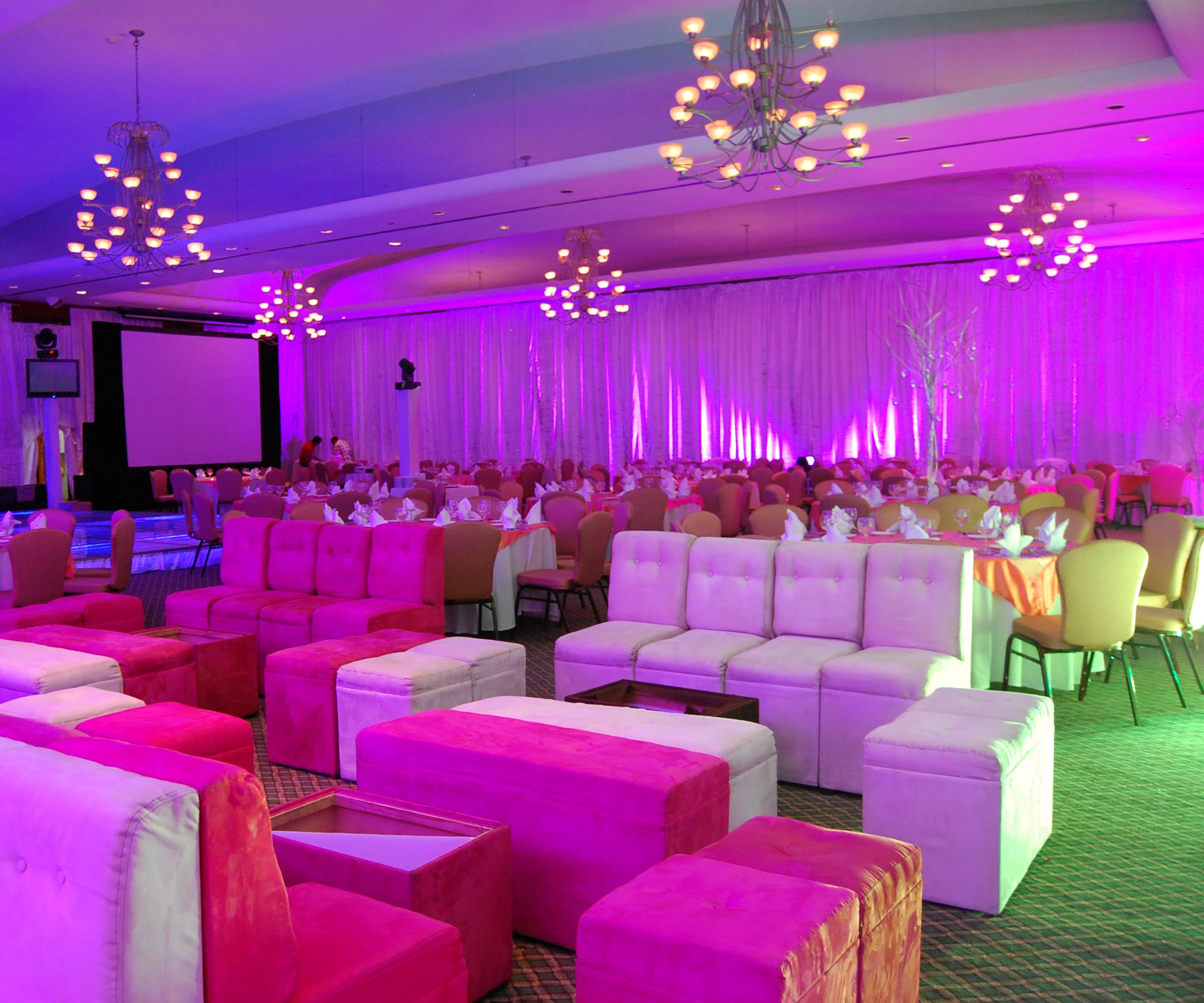 Mobiliario lounge de colores para tu evento salones para - Colores para salones ...