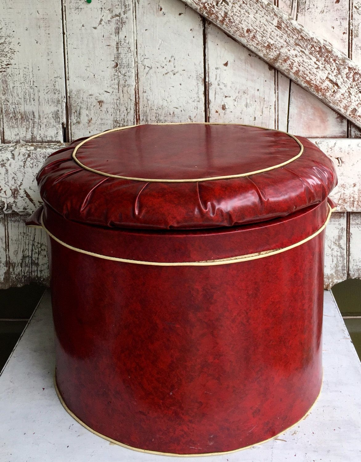 red vinyl round storage ottoman footstool hassock vintage mid century retro lid lifts off for. Black Bedroom Furniture Sets. Home Design Ideas