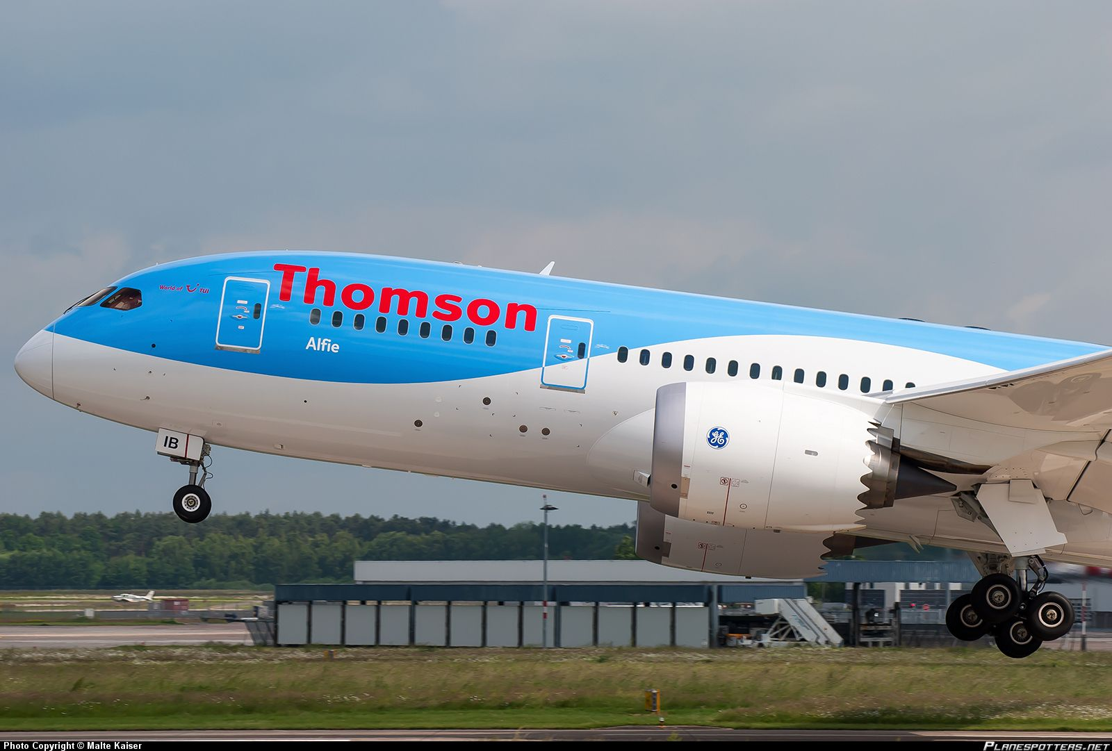 Flightmode Thomson Schedules Dubai Service From Uk In The Winter Service Trip Domestic Flights Dubai