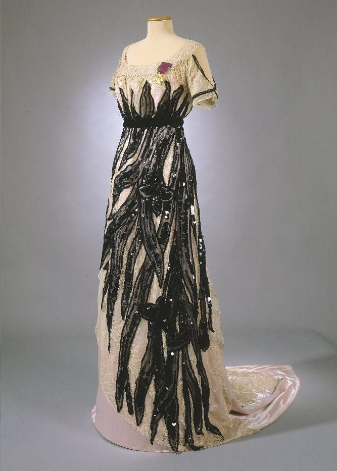 Dress, 1915. Slightly elevated waistline. Silk satin, silk gauze, tulle, cotton lace, black velvet ribbon. photo: Jan Lindroth