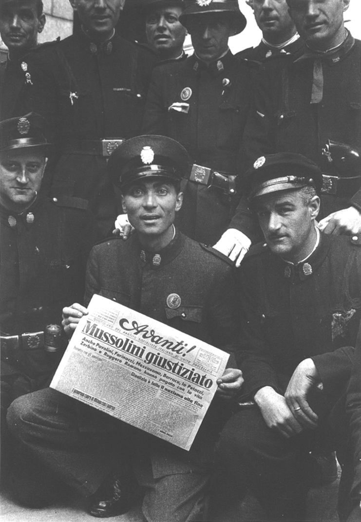 Vigili Urbani A Milano Aprile 1945 Wwii History Italian People Military Police