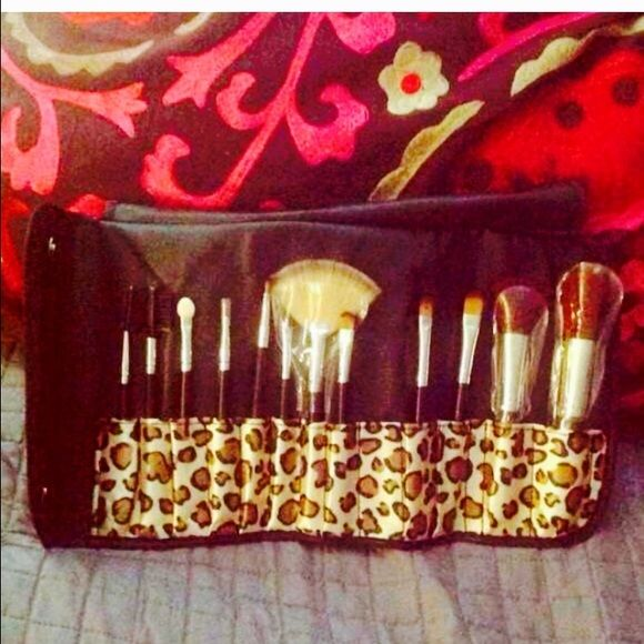 Brand new great quality make up brush set. Great quality. Accessories
