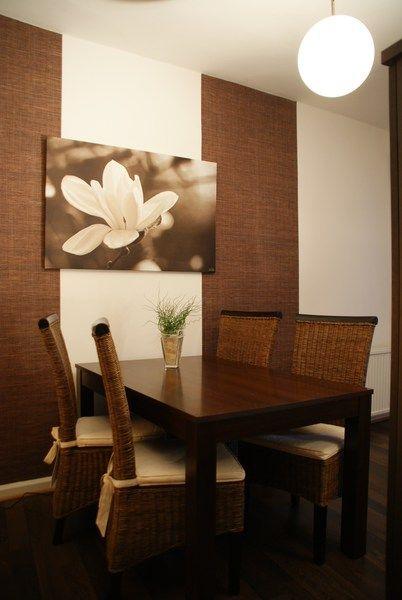 dekorative innenraumgestaltung: esstisch, blumenbild in sepia von, Esstisch ideennn