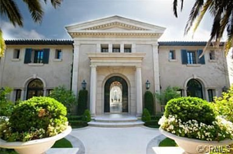 Real Housewife Of O C Star Heather Dubrow Recently Sold Her 11 000 Square Foot Palatial Pad In Newport Coast Calif For An Equally Impressive Sum