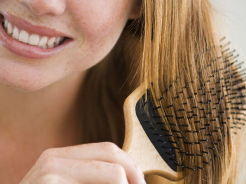 Natürliche Haarpflege: Trockene Haare: Tipps für natürliche Pflege