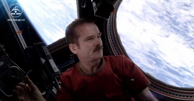 Un astronauta realiza cover a Space Oddity de David Bowie [VIDEO]
