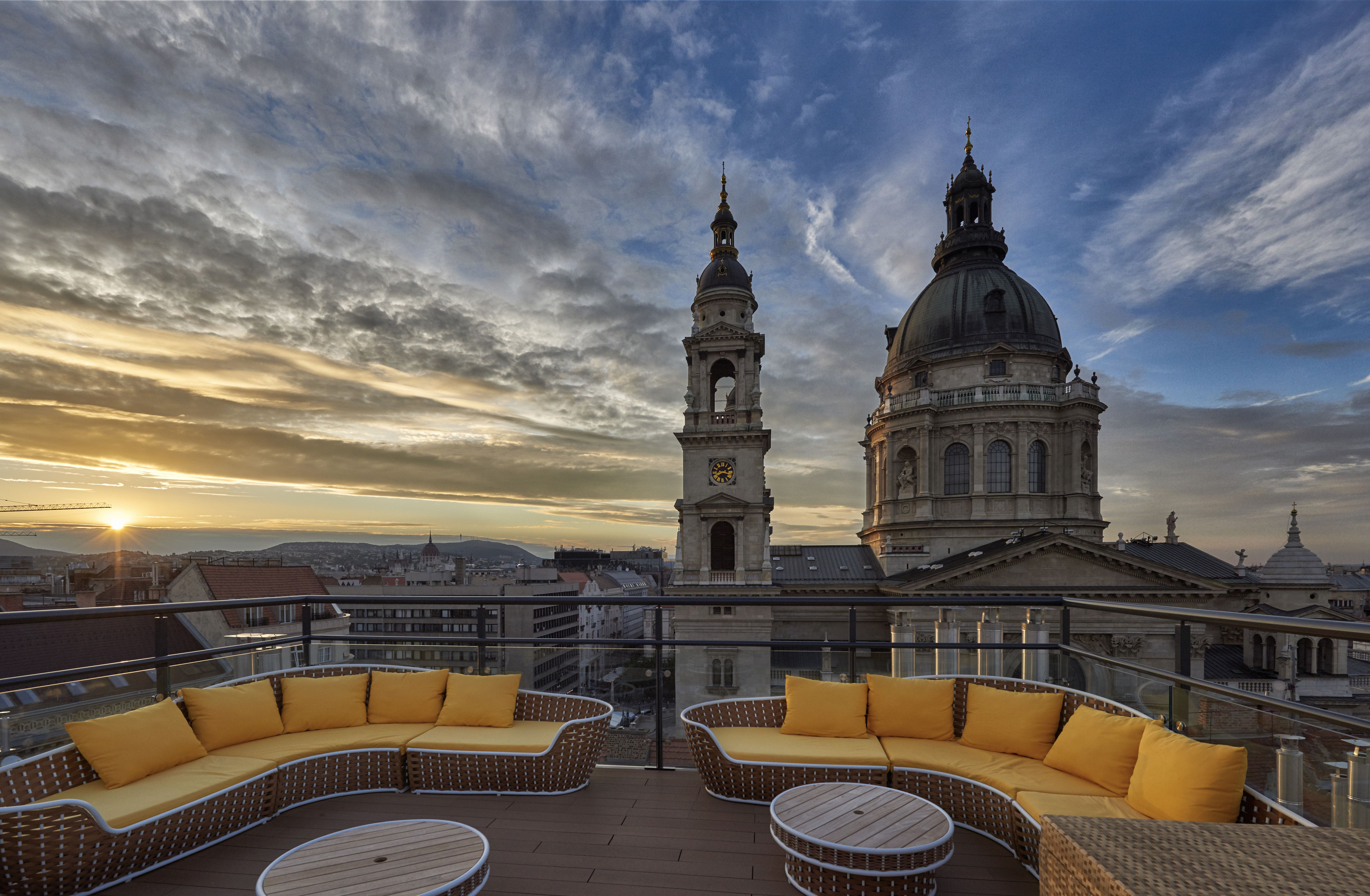 View Of St. Stephen' Basilica Love Nest In