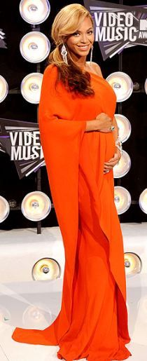 Who made Beyonce Knowles' orange gown that she wore to the MTV Music Video Awards in Los Angeles on August 28, 2011?
