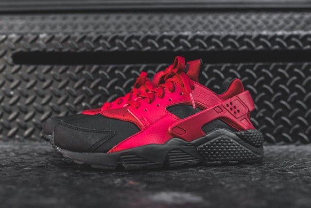 nike-huarache-black-gym-red-kith-bump-3