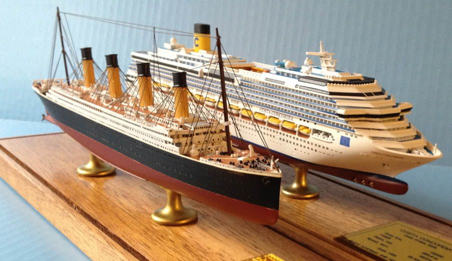 Titanic and Costa Concordia ship models 1:900 scale by