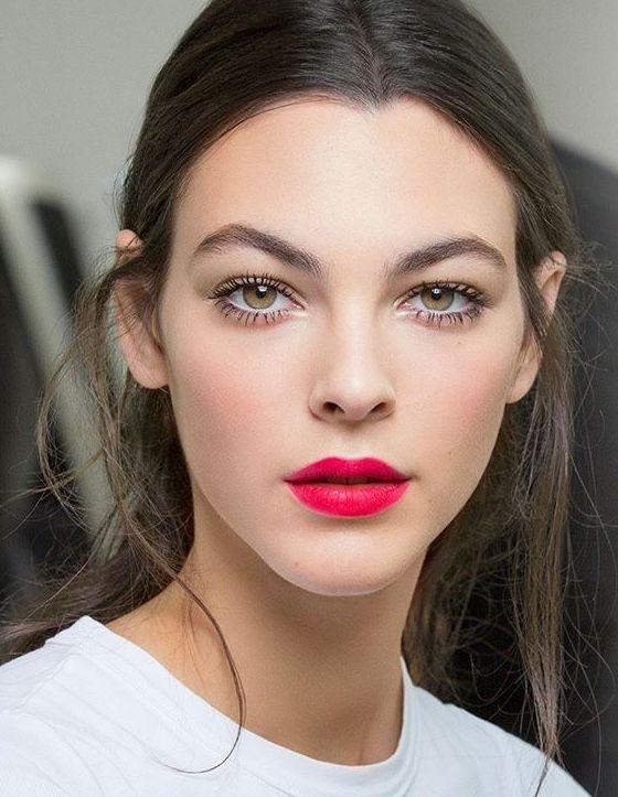Photo of Maquillaje Chanel y labios rojos