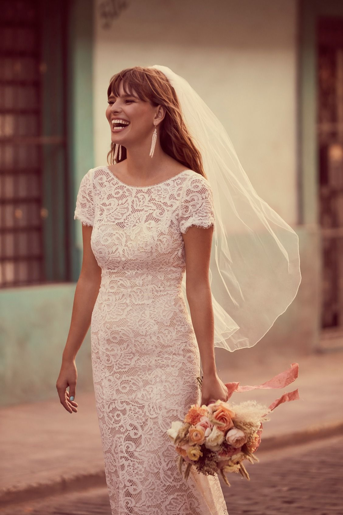 The Veil Makes The Bride Pair A Simple One Tier Veil With A Lace Wedding Dress Short Sleeve Wedding Dress Short Veils Bridal Simple Short Sleeve Wedding Dress [ 1692 x 1128 Pixel ]