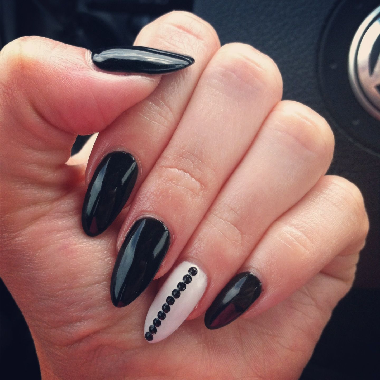 My Bday Black White Pointy Nails 3 Black Nail Designs Stiletto Nails Designs Simple Nails