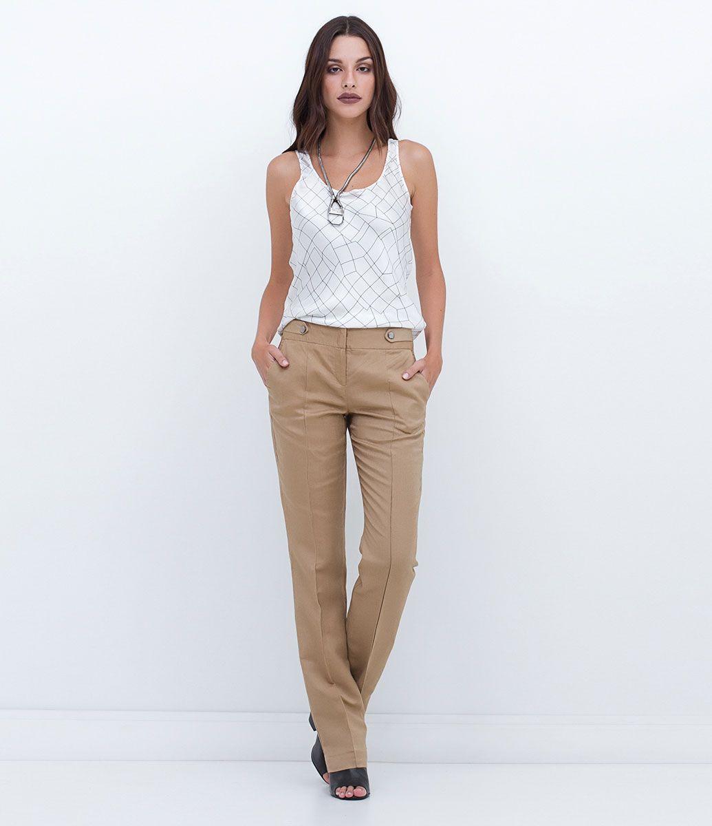 Calça feminina Modelo reto Detalhe de martingale no cós Marca: Cortelle  Tecido: linho Composição