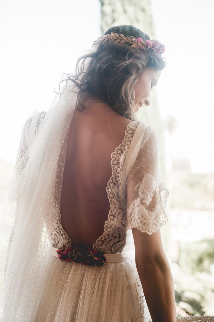 Lace backless wedding dress with sleeves and a veil pin