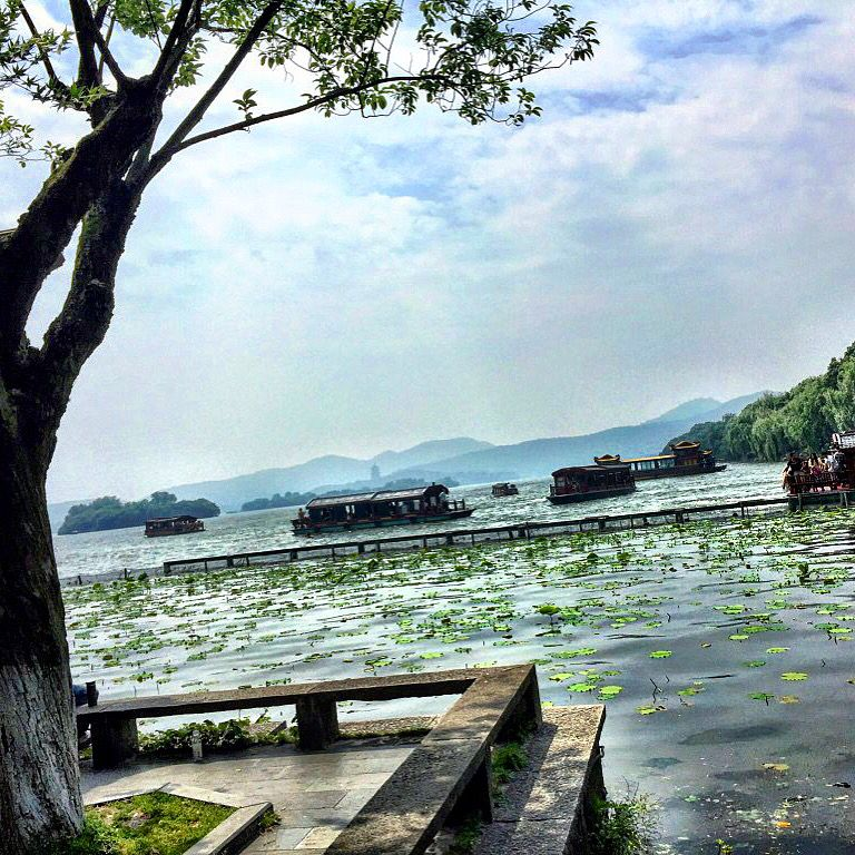 My two days in #Hangzhou and the beautiful #WestLake district #China. Source: http://carlosmeliablog.com/2015/08/my-two-days-in-hangzhou-and-the-beautiful-west-lake-district/