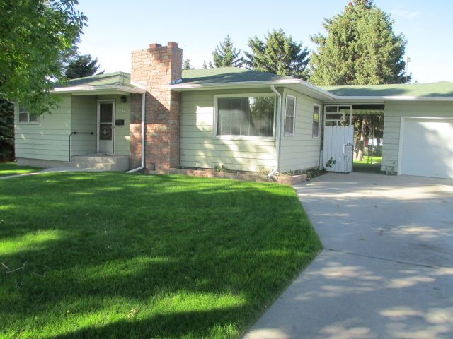 Billings Montana House For Rent At 1625 Custer Ave Billings Mt 59102 Renting A House Fenced In Yard Patio Fence