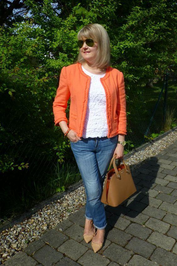 Outfits con jeans para mujeres maduras traje y jeans for Maduras en la oficina
