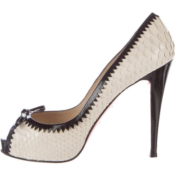 Pre-owned Christian Louboutin Anaconda Peep-Toe Pumps (795 CAD) ❤ liked on Polyvore featuring shoes, pumps, white, white shoes, bow pumps, peep toe pumps, christian louboutin pumps and peeptoe shoes