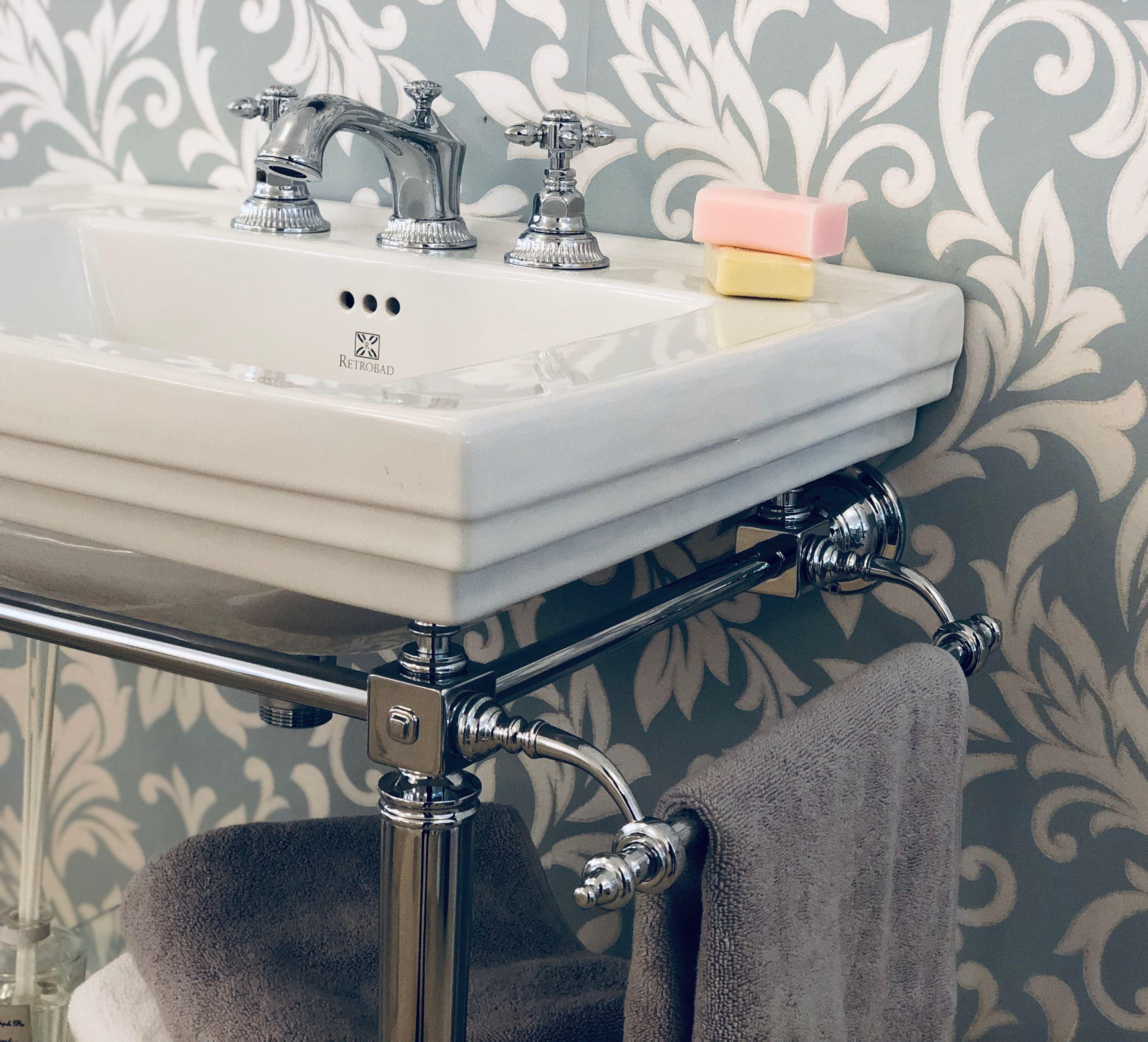 Waschbecken Kensington Von Retrobad Mit Metallunterbau Im Art Deco