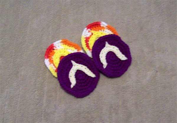 crochet Christmas gift - wine glass flip-flops (wine glass coasters)