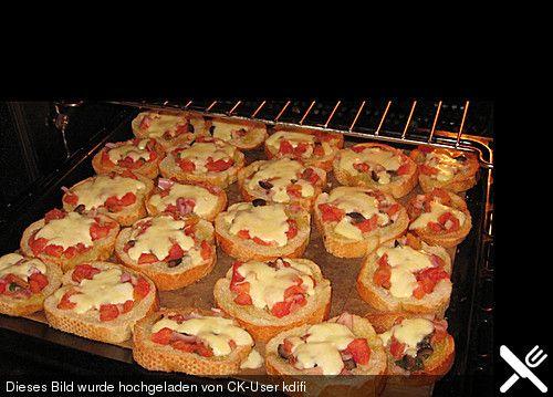 Bruschetta Recipe Lunch and Snacks, Appetizers with ciabatta, Tomate, Basilikum, Ölivenöl, Knoblaucknolle