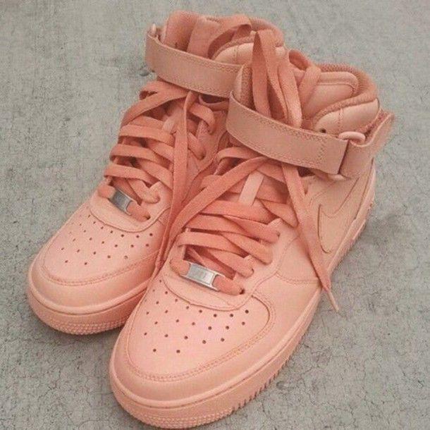 Wheretoget - Coral pink Nike Air sneakers