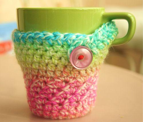 crocheted mug: colors & coziness - blissful!