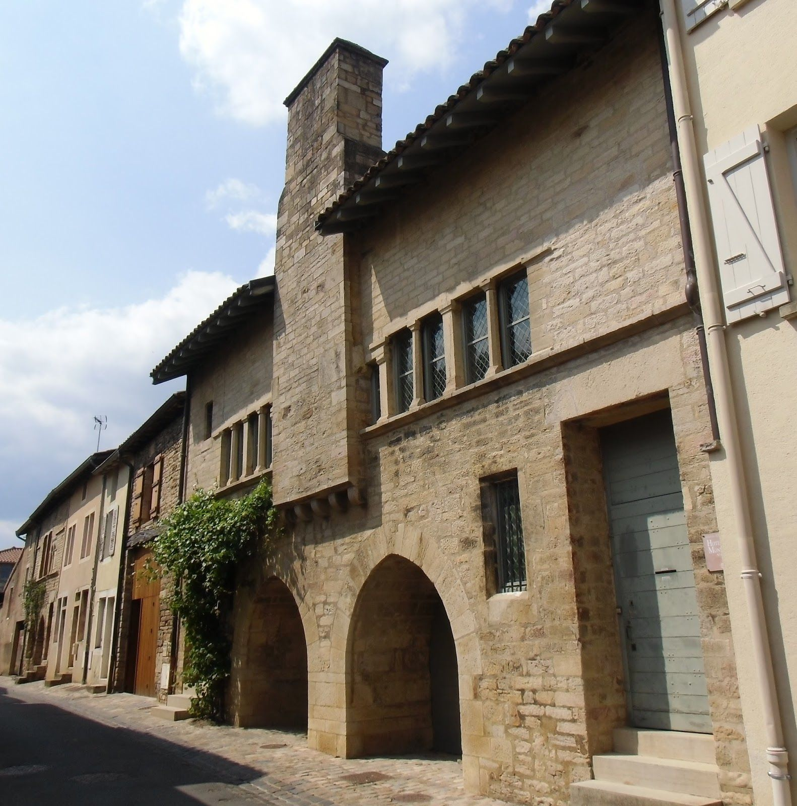 maison romane rue d avril Cluny fin XIIe si¨cle France me val