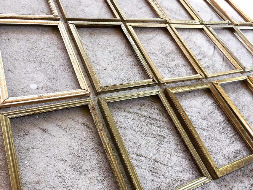 25 Gold Metal 5x7 Frames With Glass And Backing Bulk Set Vintage Rustic Set Of 25 Antique Pict Antique Picture Frames Vintage Picture Frames Frame Wall Collage