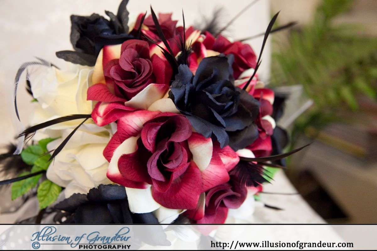 Burgundy, Cream and Black bridal bouquet - by Illusion of Grandeur Photography http://www.illusionofgrandeur.com