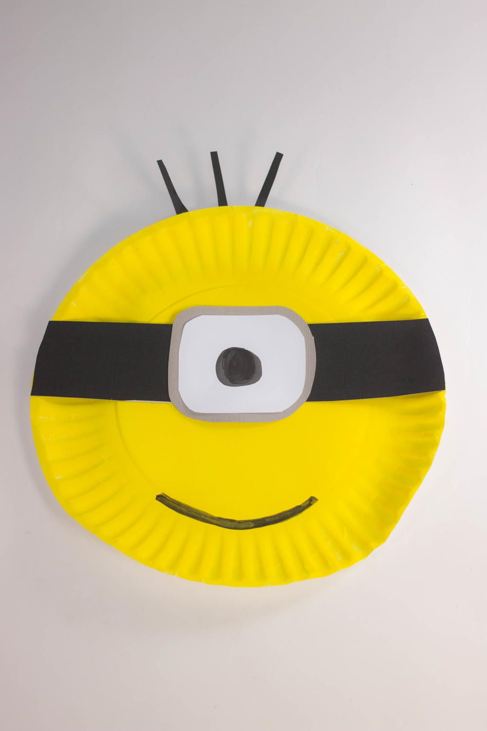 This Paper Plate Minion Craft is the perfect arts and craft idea for kids to create! Your kids will get to create and adorable Minion that they can hang up ... & Paper Plate Minion Crafts | Pinterest | Minion craft Craft and ...