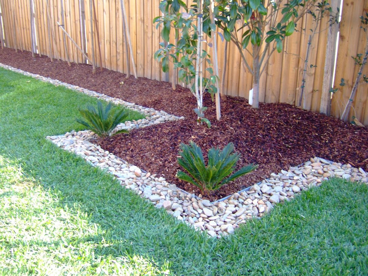Red Wood Chips and Stones for the Front Hedge - Red Wood Chips And Stones For The Front Hedge Garden Garden