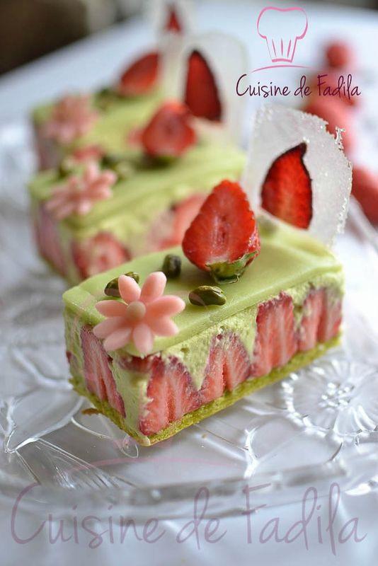 Bonjour Je vous propose aujourd\u0027hui une recette de fraisier à la pistache  que j\u0027ai confectionné en part individuelle . Ce fraisier est composé un  biscuit à