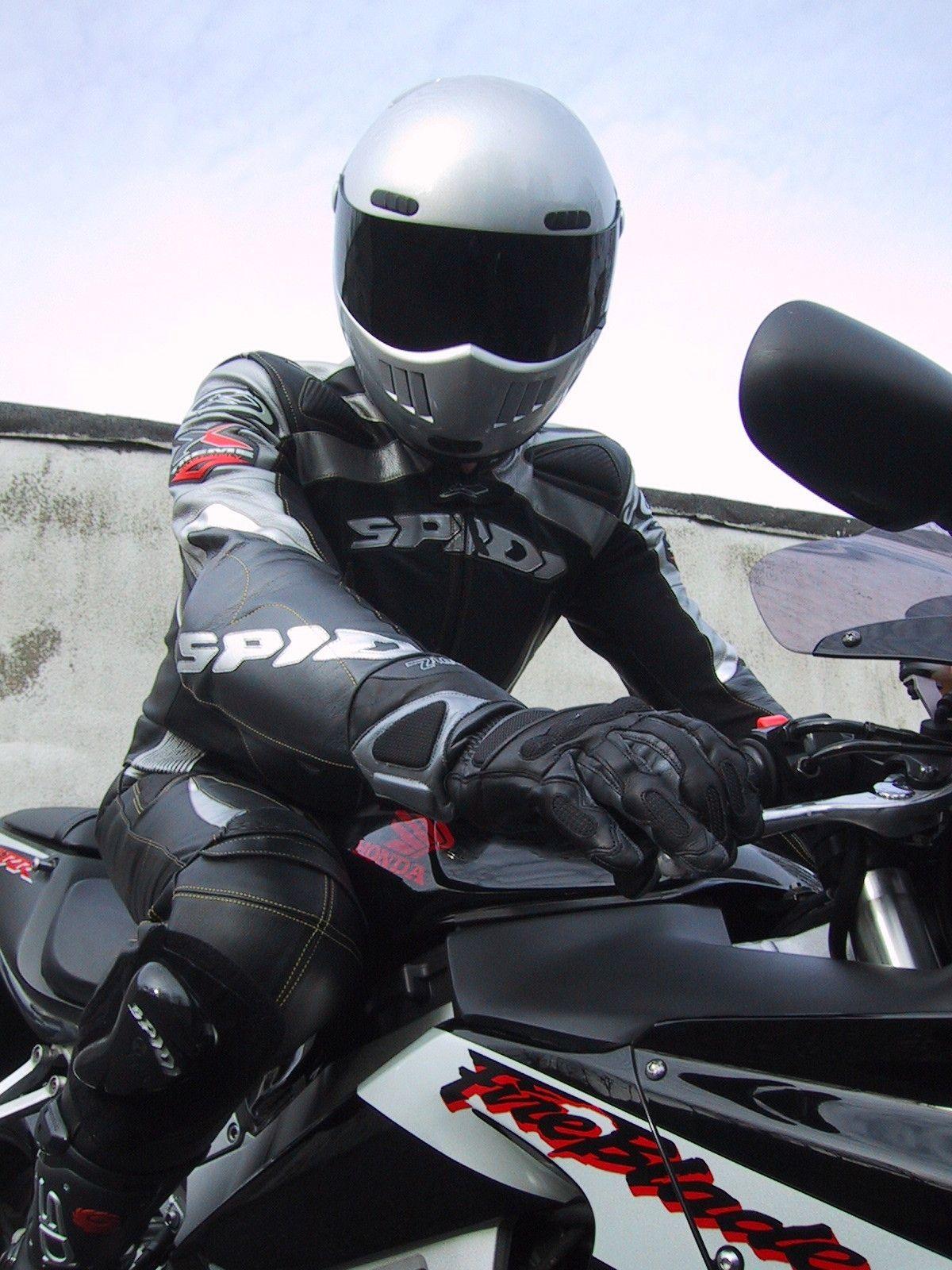 Für Männer (18 +) die auf Gear und Bikes stehen, Findest Du Leder, Biker Leder, Lederkombis, Rubber...