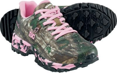 While sporting a pink underlay in the rugged, mesh uppers, Realtree's Women's Mamba Trail Shoes have the versatility to cover everything from a scouting mission to a running routine. Women's sizes: 6-10 medium width. Half sizes to 10. Camo pattern: Camo/Pink.