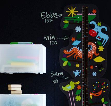 """ROKNÄS Aufkleber mit Motiv """"Metermaß"""" an die Wand geklebt"""