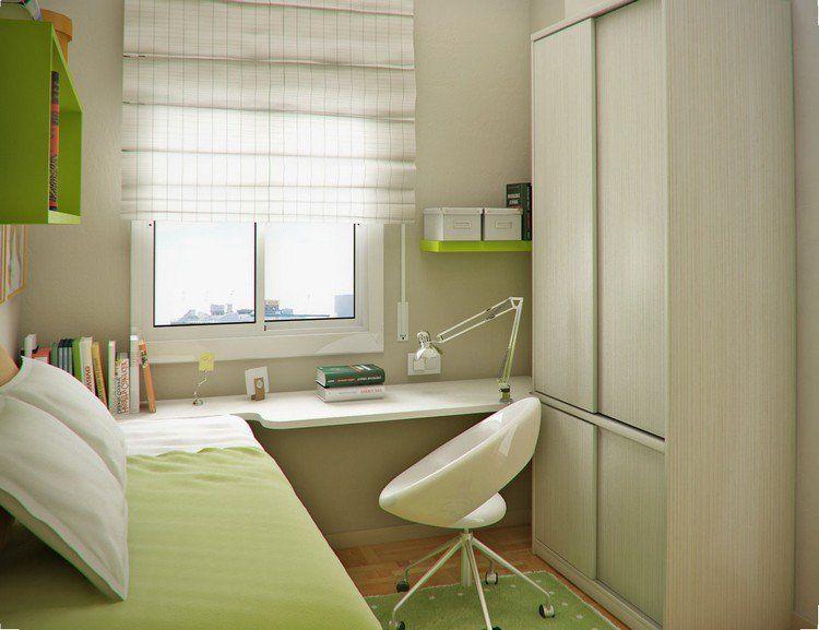 Petite chambre enfant avec un lit et chaises à roulettes