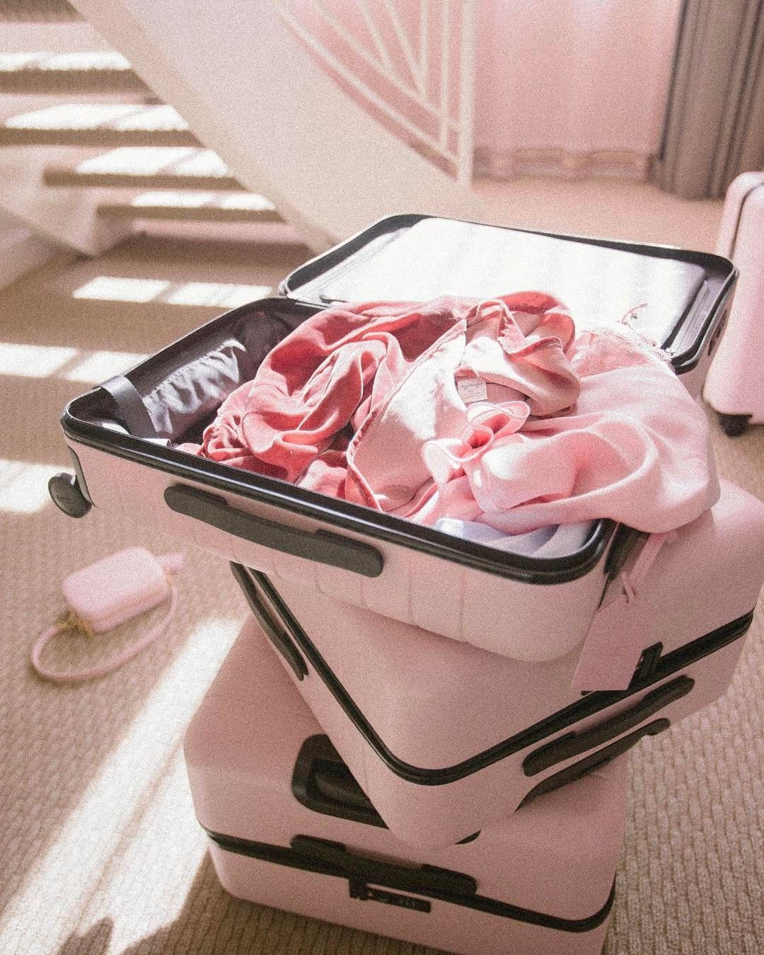 おしゃれなスーツケースを持って最高の旅に出たい!リモワ以外にもあった♡