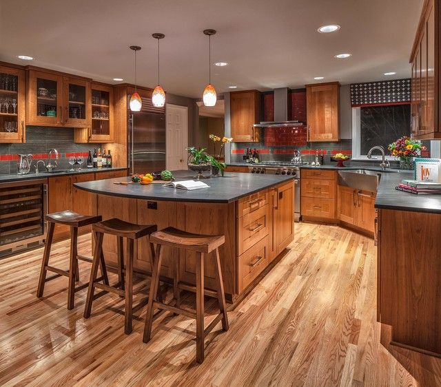 Traditional Open Concept Kitchen: Large Traditional U-shaped Open Concept Kitchen In Seattle