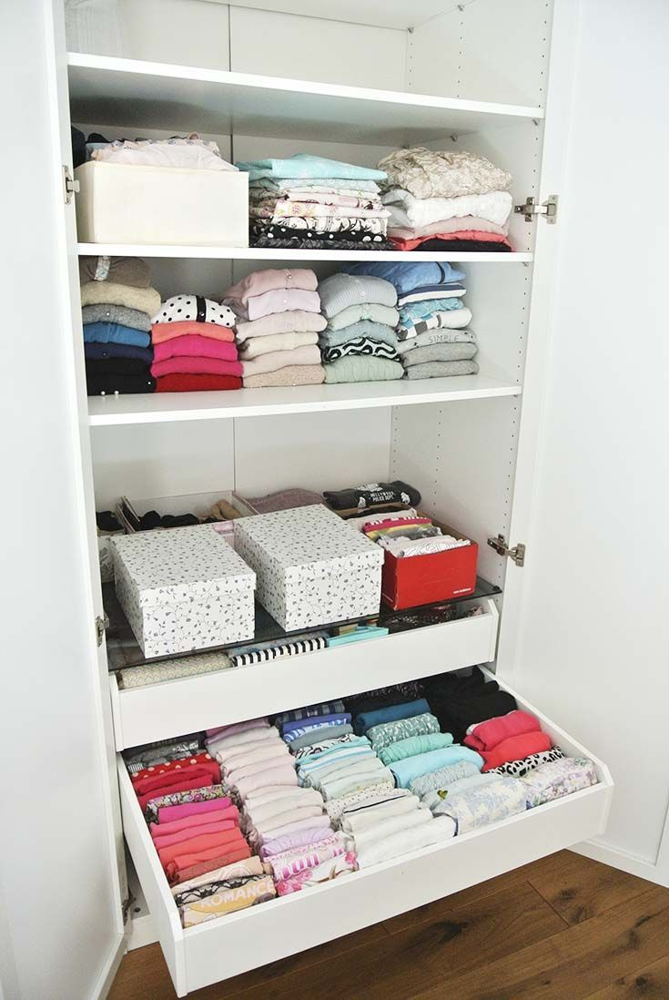 kleiderschrank aufr umen mit der konmari magic cleaning methode von marie kondo ordnung im. Black Bedroom Furniture Sets. Home Design Ideas